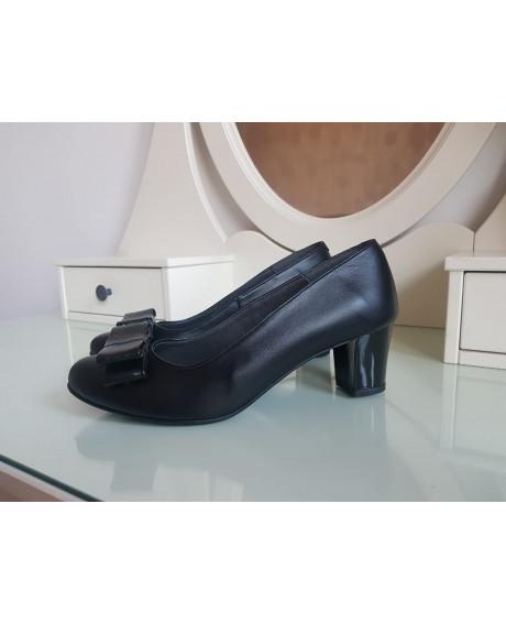 Pantofi negri din piele naturala - marimea 38