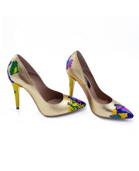 Pantofi aurii pictati manual cu motive traditionale-sau Orice Culoare